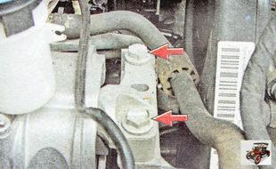 болты крепления кронштейна опоры к двигателю