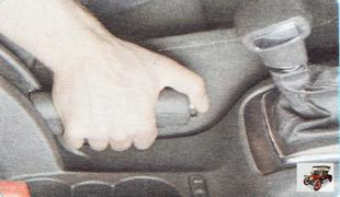 рычаг стояночного тормозома (ручник)