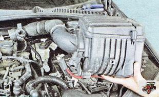 корпус воздушного фильтра с воздуховодом