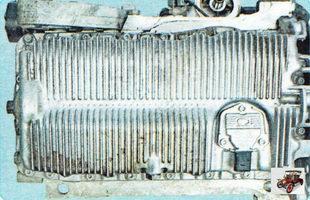 болты крепления масляного картера к блоку цилиндров справа и слева