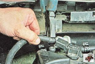 хомут крепления шланга штуцера клапана адсорбера