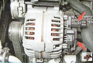 отсоедините силовые и управляющие провода от генератора