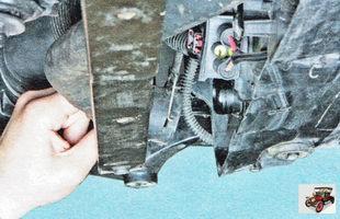 нижний шланг патрубка радиатора