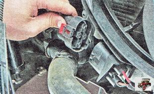 колодка жгута проводов электровентиляторов радиатора