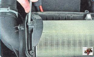 винт держателя воздушного фильтра