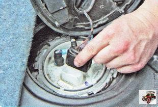 колодка жгута проводов разъема модуля топливного насоса