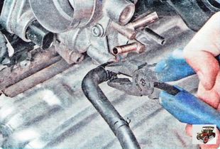 хомут крепления подводящего шланга обогрева дроссельного узла