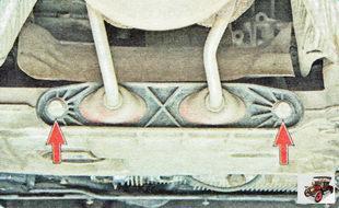 болты крепления держателя приемной трубы глушителя