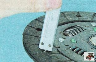 проверка степени износа фрикционных накладок диска сцепления