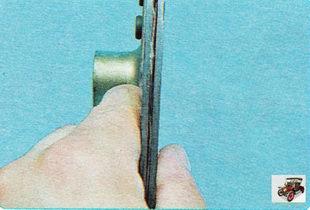 проверка биения ведомого диска сцепления Шкода Октавия А5