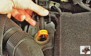 уровень рабочей жидкости в бачке главного тормозного цилиндра