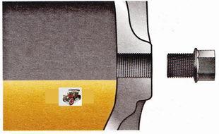 уровень масла в механической коробке передач должен быть у кромки отверстия