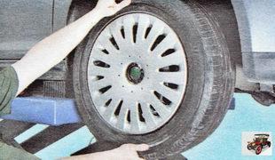 проверьте шаровые опоры на наличие люфтов