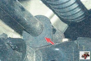 проверьте резиновые подушки в местах крепления штанги стабилизатора к поперечине