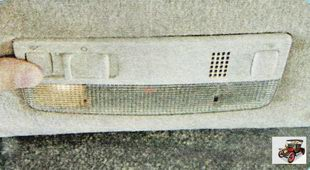 клавиша выключения плафона со стороны водителя