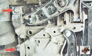 болты крепления поперечины передней подвески к кузову автомобиля Шкода Октавия А5