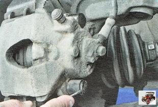 заглушка нижнего болта крепления направляющих суппорта