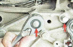 болты крепления штанги стабилизатора поперечной устойчивости передней подвески к поперечине
