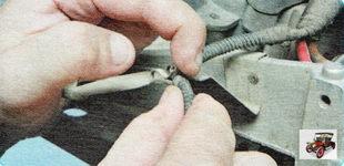 держатель жгута проводов датчика уровня масла