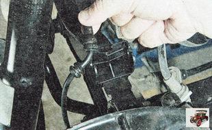 провод датчика частоты вращения заднего колеса