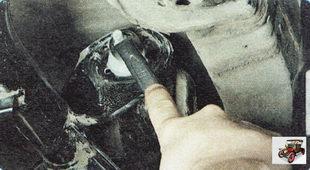 гайка болта крепления верхнего поперечного рычага к кронштейну поперечины задней подвески