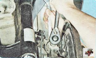 болт крепления верхнего поперечного рычага задней подвески к поворотному кулаку
