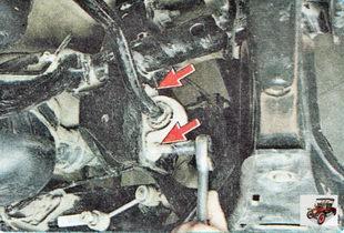 болты крепления штанги стабилизатора к поперечине задней подвески