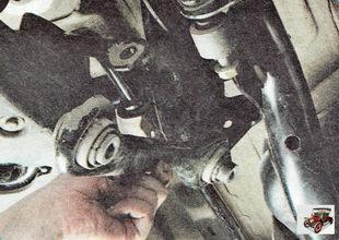 передний поперечный рычаг задней подвески Шкода Октавия А5