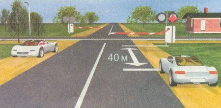 Никто из водителей не нарушил Правила, так как остановка запрещена только непосредственно на железнодорожном переезде