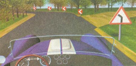 Знаки 1.34.1 и 1.34.2 «Направление поворота» указывают лишь направление движения на закруглениях дороги малого радиуса с ограниченной видимостью