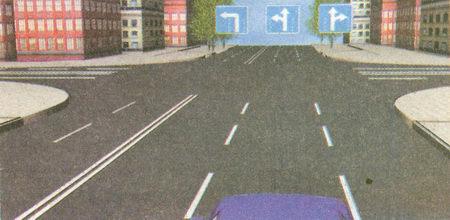 Знак 5.15.2 «Направления движения по полосе» разрешает вам двигаться по средней полосе только прямо или налево, так как разворот разрешается лишь из крайней левой полосы.