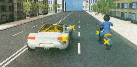 При взаимном перестроении водитель легкового автомобиля должен уступить дорогу водителю мотоцикла, находящемуся от него справа