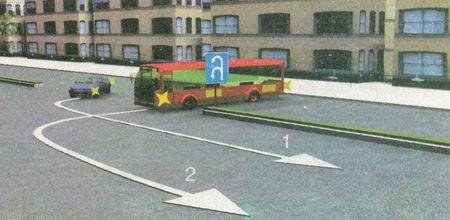 Дорогу должен уступить водитель автобуса, так как легковой автомобиль, траектории движения с которым у автобуса пересекаются, находится справа