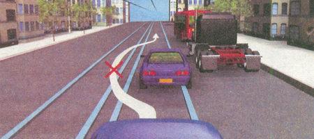 Выезд на трамвайные пути встречного направления запрещен. Из этого правила исключений нет.