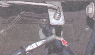 скоба крепления штуцера тормозного шланга к кронштейну