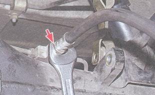 тормозной шланг - тройник на картере заднего моста