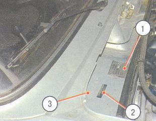 1 - идентификационная табличка, 2-  голографическая наклейка идентификационный номер (VIN)