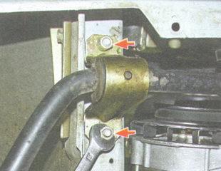 гайки крепления стабилизатора поперечной устойчивости к лонжерону