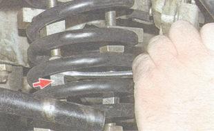 установка пружины передней подвески