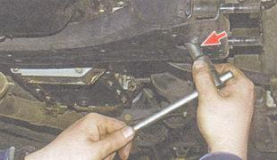 гайка крепления подушек опор двигателя