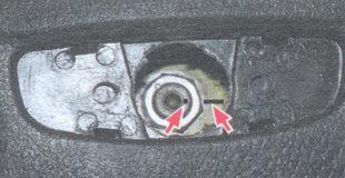 метки определяющие взаимное положение рулевого вала и ступицы рулевого колеса