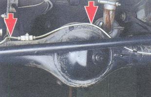 тормозные трубки на картере заднего моста от тройника до колесных цилиндров