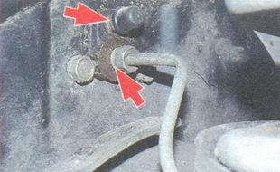 соединение трубки с колесным тормозным цилиндром, штуцер для прокачки тормозов