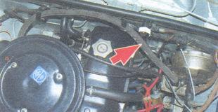 шланг от обратного клапана до впускной трубы двигателя