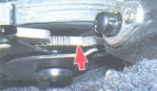 зубца рычага стояночного тормоза
