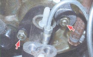 гайки крепления главного тормозного цилиндра к корпусу вакуумного усилителя