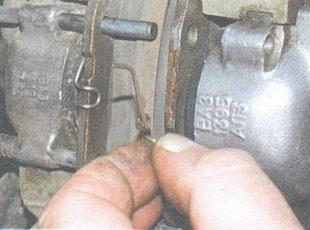 прижимная пружина тормозных колодок