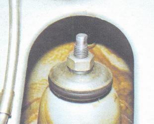 проверка крепления подушки амортизатора