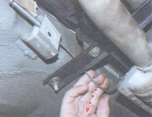 трос ручного тормоза