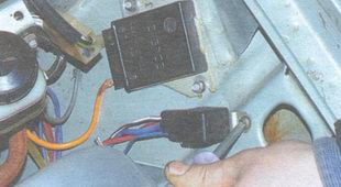 винт крепления включения вентилятора радиатора